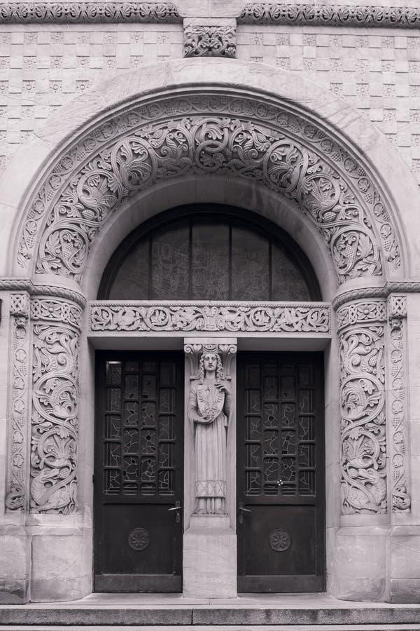 Bogactwo Dekorujący Zaokrąglony architraw z rzeźbą zdjęcie stock
