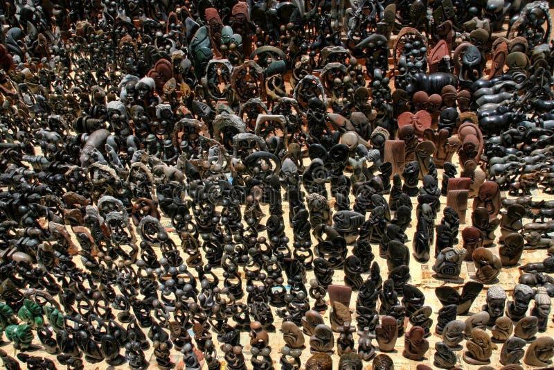 Bogata oferta pamiątka przy rynkiem, Wiktoria spada, Zimbabwe obrazy stock