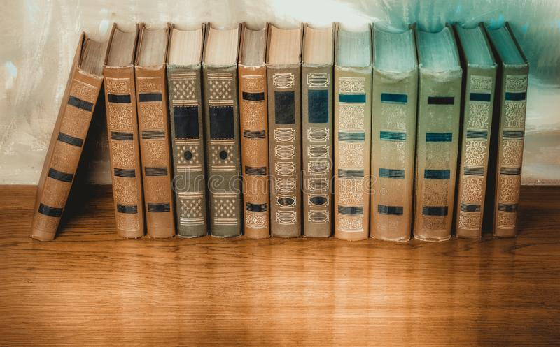 Bogato dekorować pojemność książki z złocistym literowaniem na b zdjęcie stock
