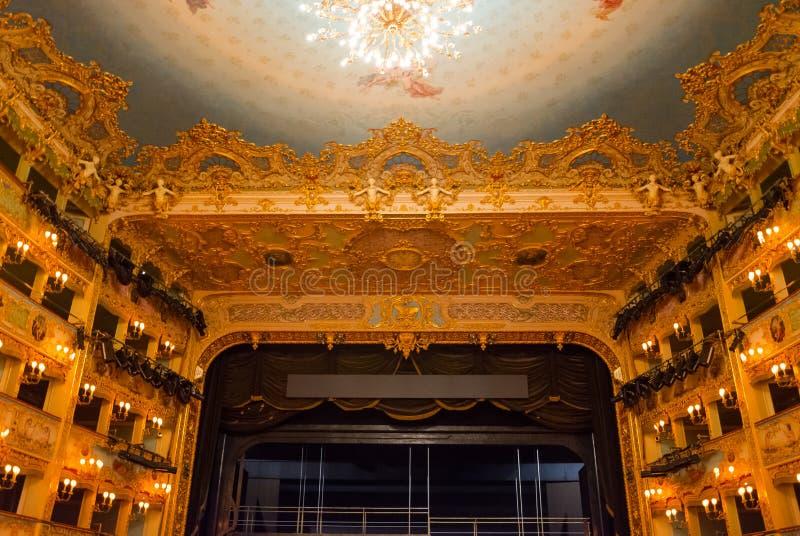 Bogato dekorujący audytorium teatru los angeles Fenice obrazy stock