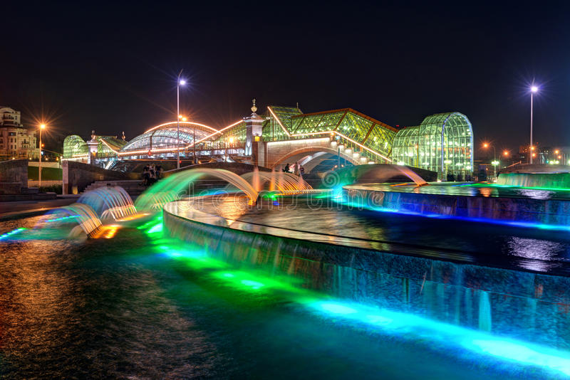 Download Bogdan Khmelnitsky Bridge And Fountain At Night In Moscow Stock Image - Image: 34068263