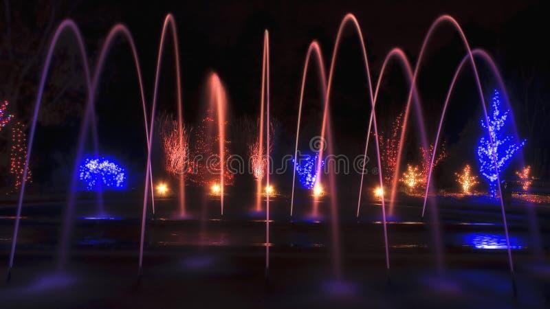 Bogen-Brunnen am Weihnachten lizenzfreies stockbild