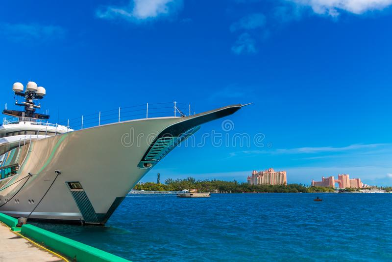 Bogen der Yacht am Dock stockfoto