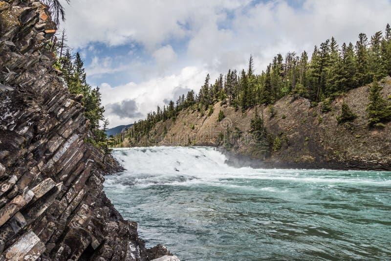 Bogen-Fluss-Wasserfälle II stockfotos