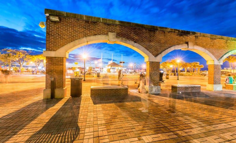 Bogen in Mallory Square bij nacht, Key West stock foto's