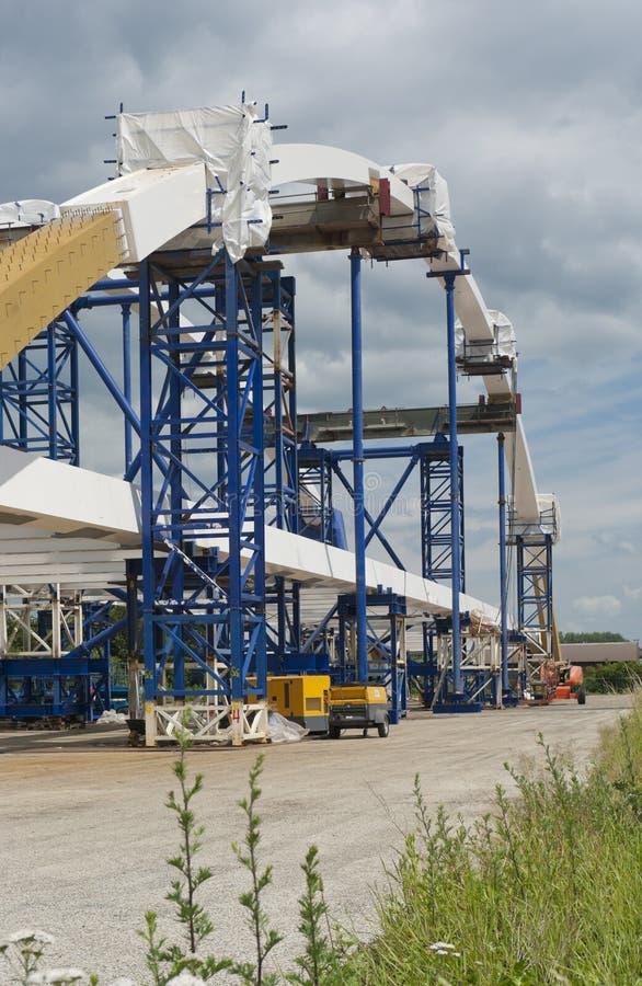 Download Bogenbrücke stockbild. Bild von wharf, maschine, stahl - 26365635
