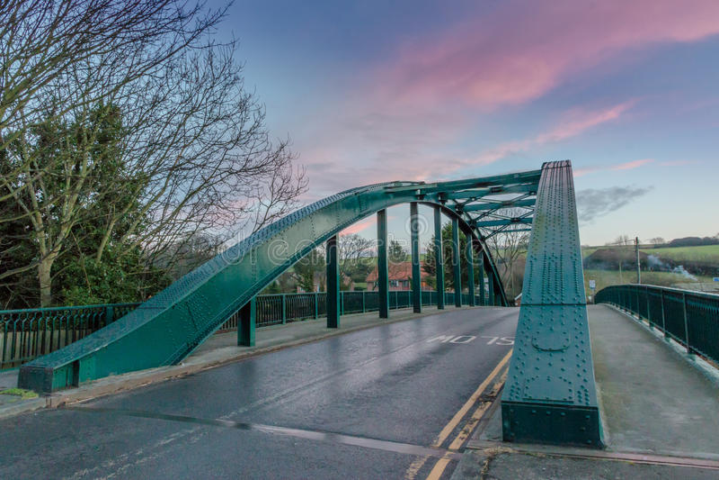 Bogenformarchitektur-Straße Brücke stockfotografie