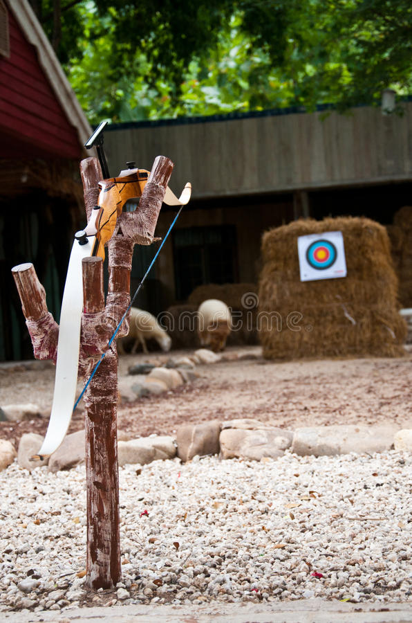 Bogenschießen: Bogen-Standplatz und Ziel stockfotos
