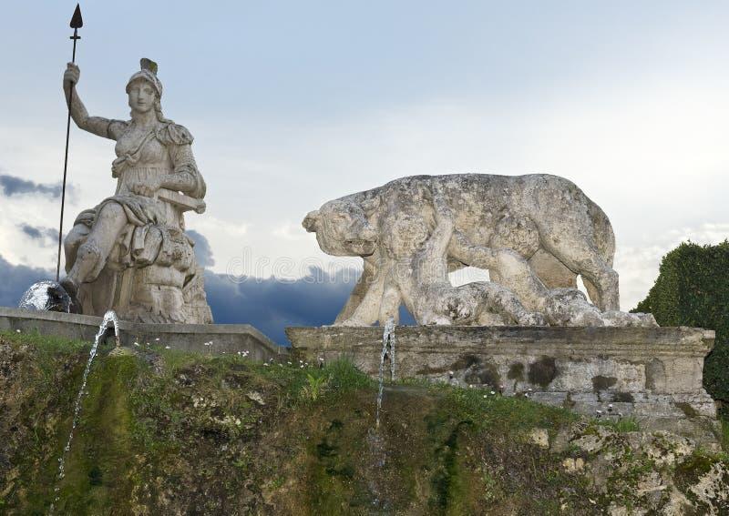 Bogini Roma i wadera wykarmia Romulus & Remus zdjęcie stock