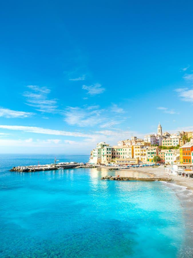 Bogliasco视图 博利亚斯科是一古老渔村在意大利,热那亚,利古里亚 地中海,沙滩和 免版税库存照片