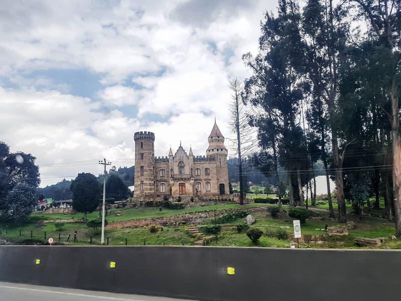 Bogotá, Colômbia; 13 de abril de 2019: Vista de surpresa do castelo do marroquin, uma casa velha perto de Bogotá fotografia de stock royalty free