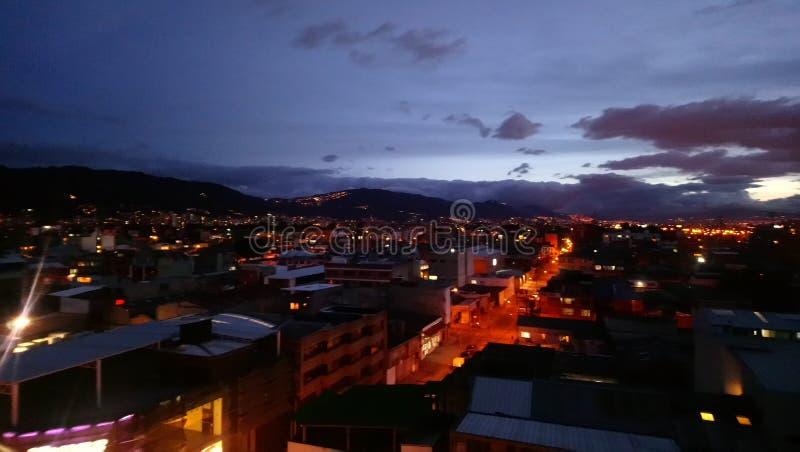 Bogotá en la noche imagenes de archivo