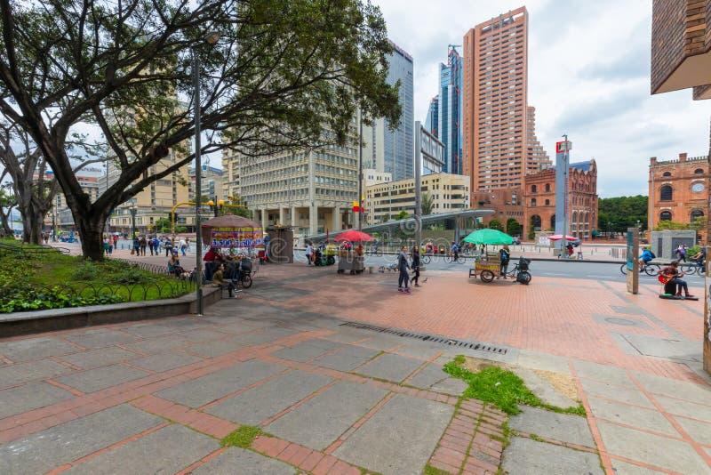 Bogota Bayern parkerar och transmileniostationen för nationellt museum royaltyfri fotografi
