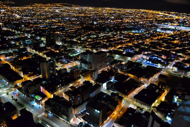 Bogota huvudstad av Colombia på natten arkivbild