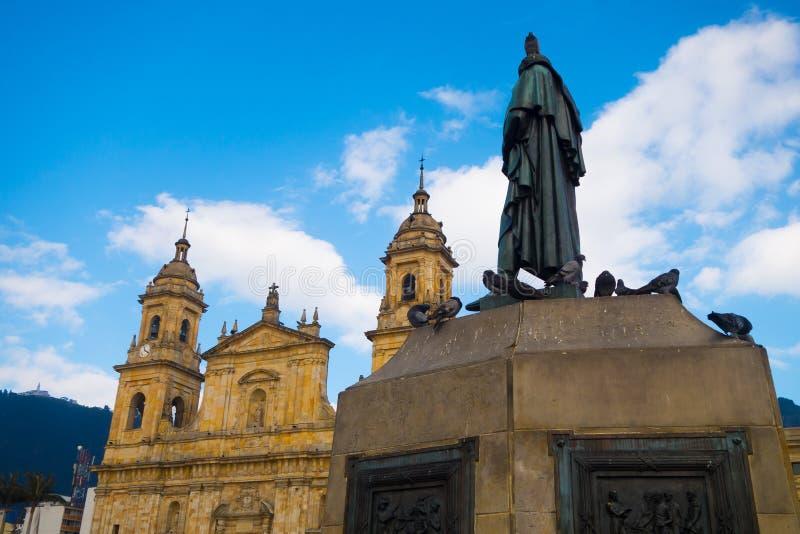 BOGOTA, KOLUMBIEN - 22. OKTOBER 2017: Schönes Statuenmonument von Simon de Bolivar an Bolivar-Piazza in Bogota, Kolumbien lizenzfreie stockbilder