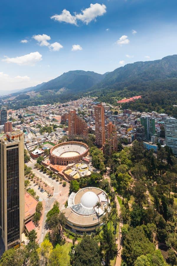 Bogota parkerar den flyg- sikten av indipendencen, tjurar fyrkantig arena och planetariet arkivbilder