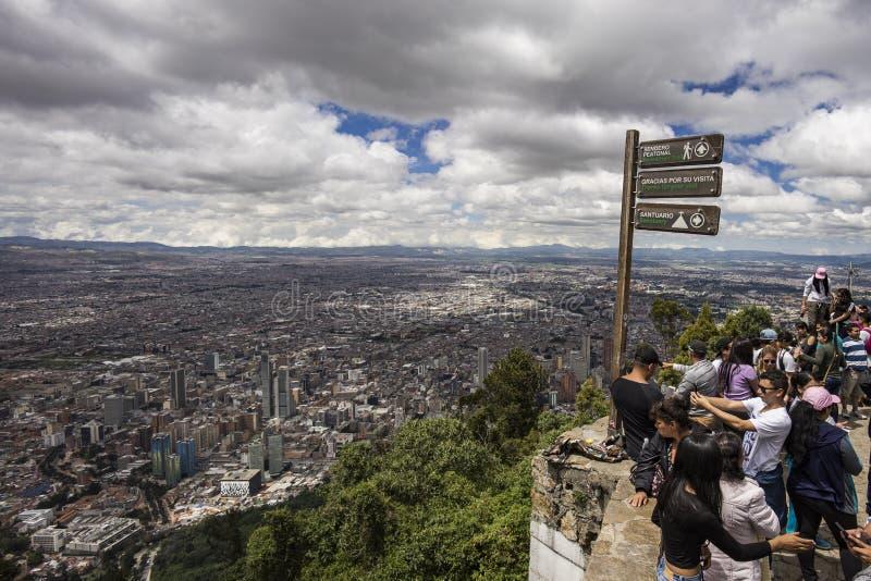 Bogota som uppifrån ses av Monserrate fotografering för bildbyråer