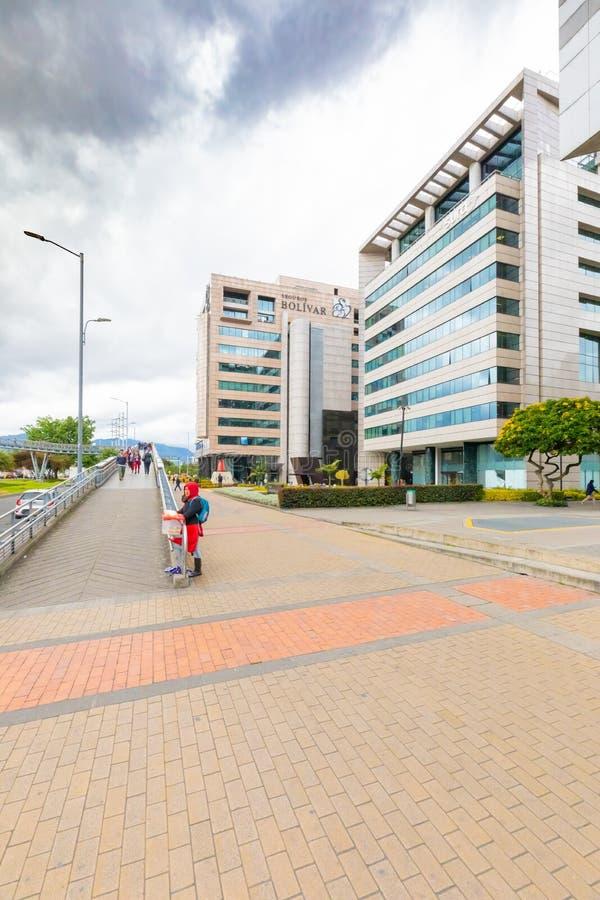Bogota stadsingång till den fot- bron i det Salitre området arkivbilder