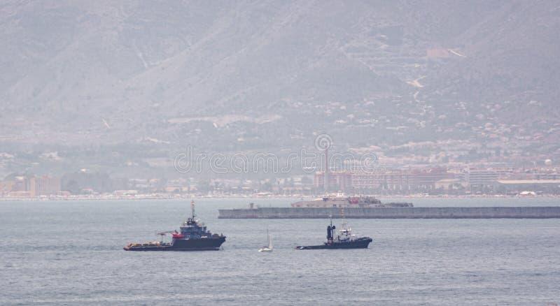 Bogserbåt på havet av Malaga arkivbild