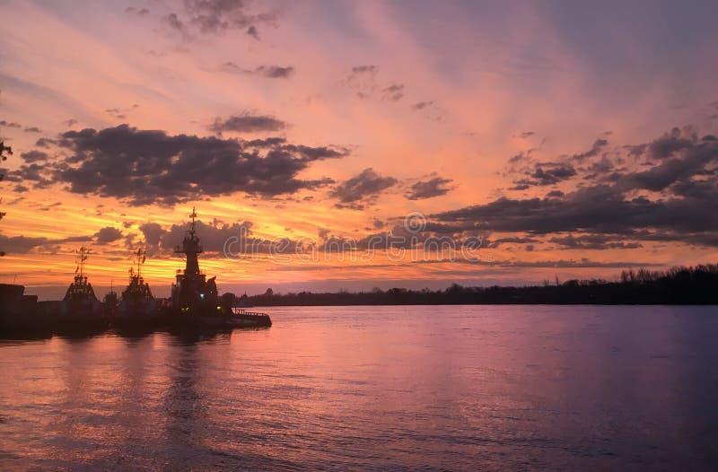 Bogserbåtar på Parana River fotografering för bildbyråer