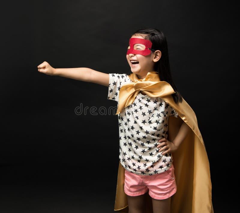 Bohaterów dzieciaki na czarnym tle obraz stock