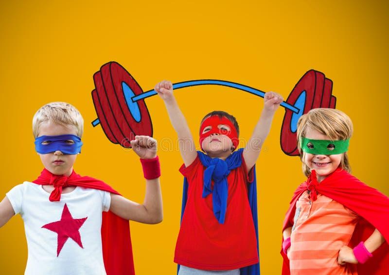 Bohaterów dzieciaki z pustym żółtym tłem fotografia royalty free