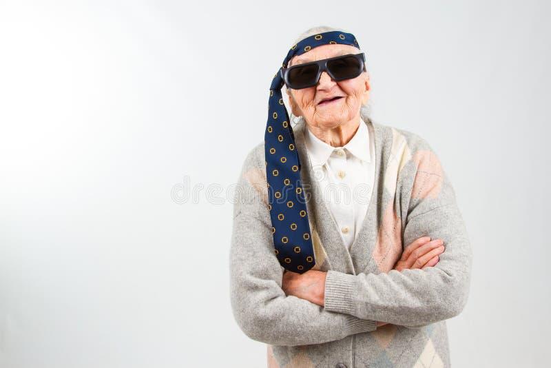 Boheemse oma met een band op haar voorhoofd royalty-vrije stock afbeeldingen