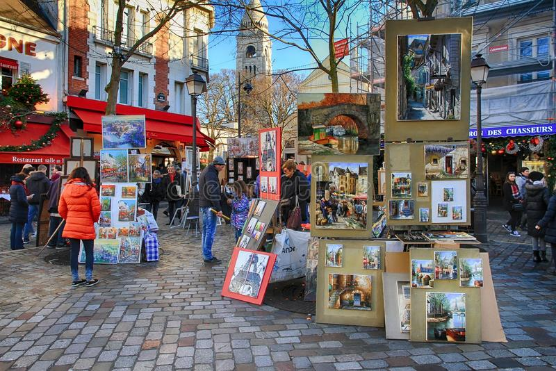 Bohemiska målare som arbetar i Paris i det Montmartre området royaltyfri bild