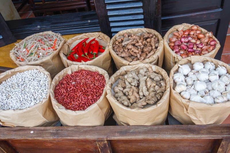 Bohnen und Gemüse zum Verkauf stockfotos
