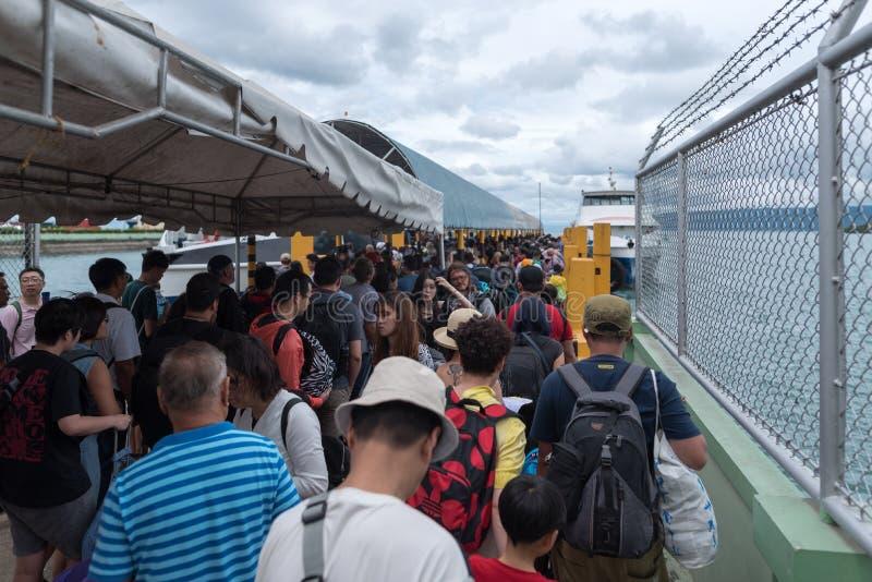 BOHOL FILIPPINERNA - FEBRUARI 14, 2018: Port till porten av Tagbilaran i Filippinerna, Bohol ö arkivfoto
