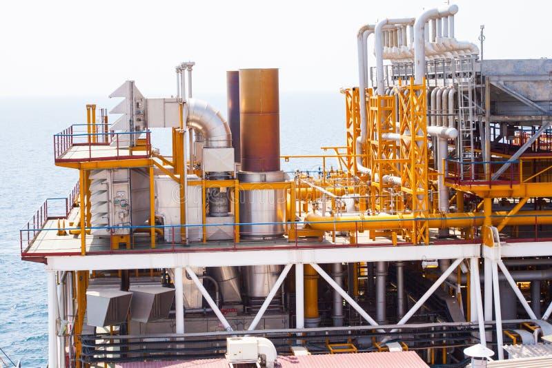 Bohrinselrohrleitung und DruckUmfüllsystem stockbilder