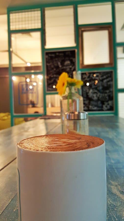 Boire au café photos libres de droits