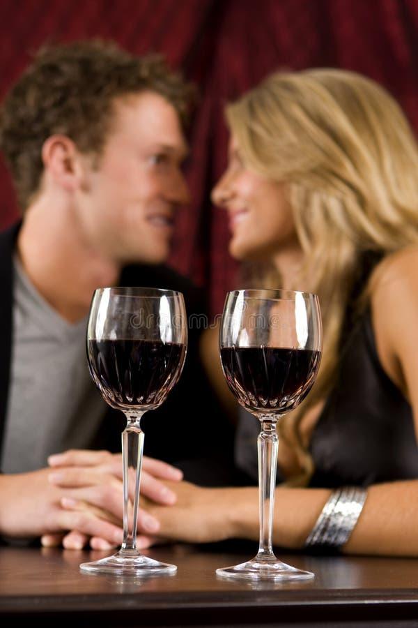 Boire de couples image stock