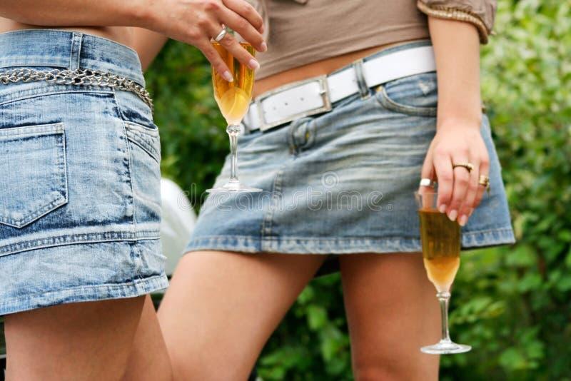 Boire de jeunes filles photos libres de droits