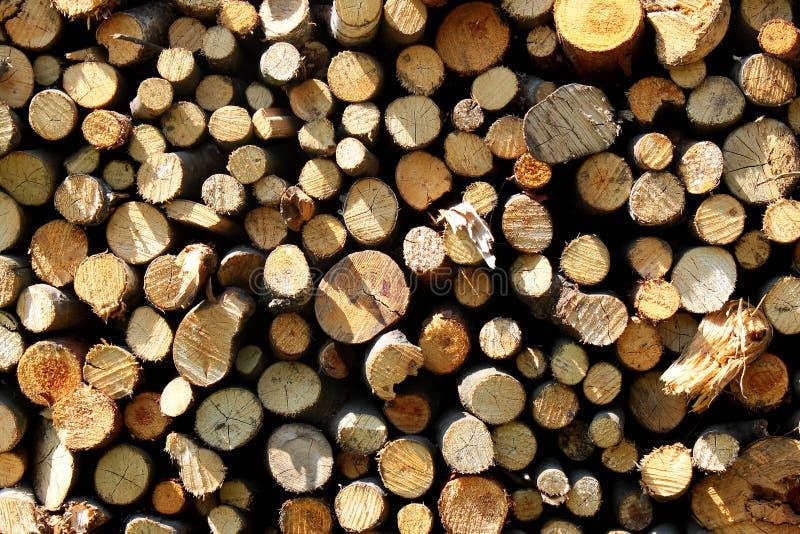 Bois de chauffage empilé comme fond photographie stock