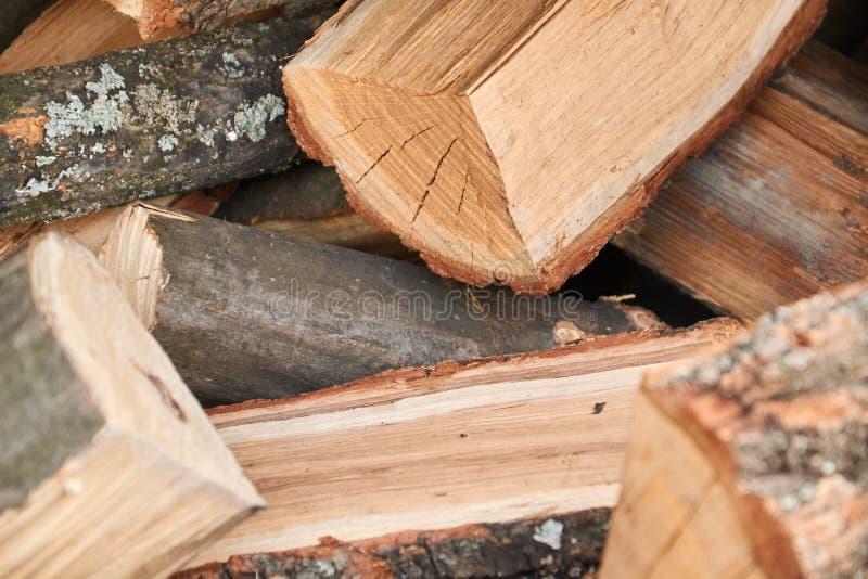 Bois de chauffage pour la cheminée, barbecue BBQ plié de bois de chauffage photos stock