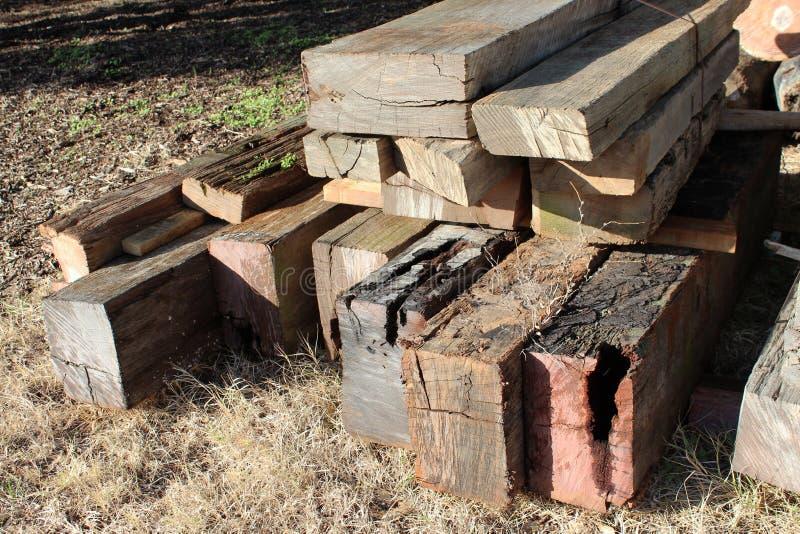 Bois de construction sec de vieille jetée en bois images libres de droits