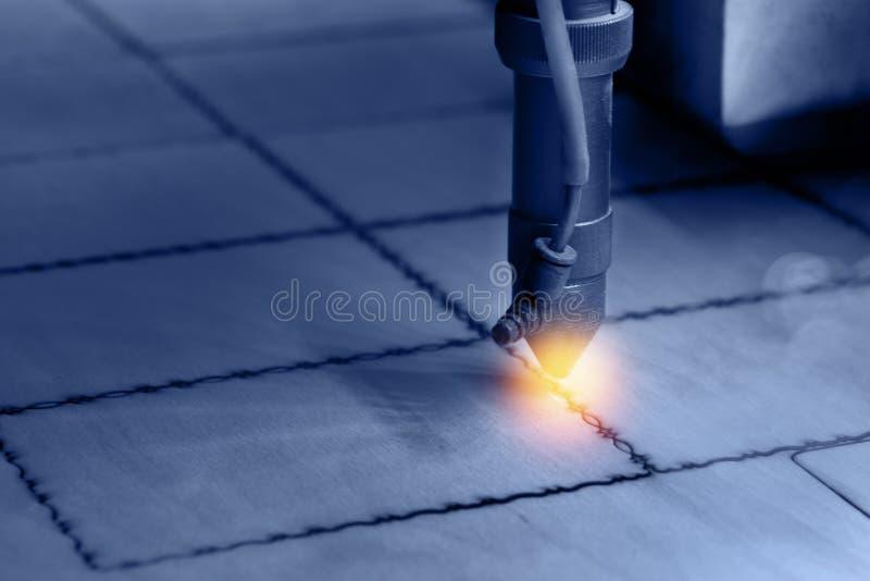 Bois de coupe de laser de commande numérique par ordinateur photographie stock