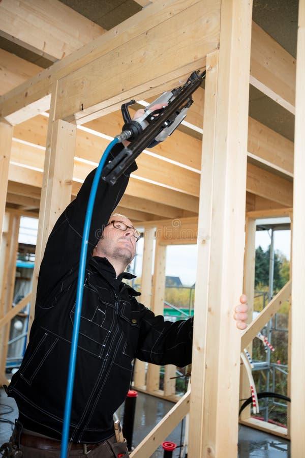 Bois de Drilling Corner Of de charpentier au site image stock