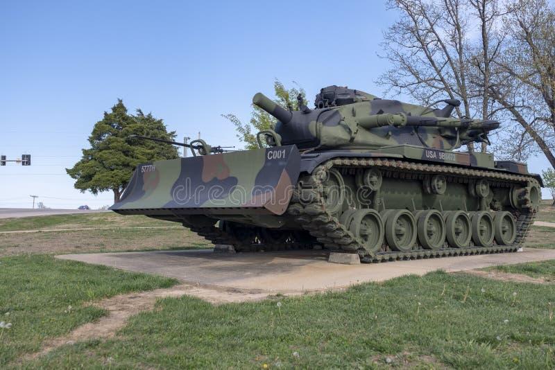 BOIS DE LÉONARD DE FORT, MOIS 29 AVRIL 2018 : Bouteur de complexe de véhicule militaire photo libre de droits