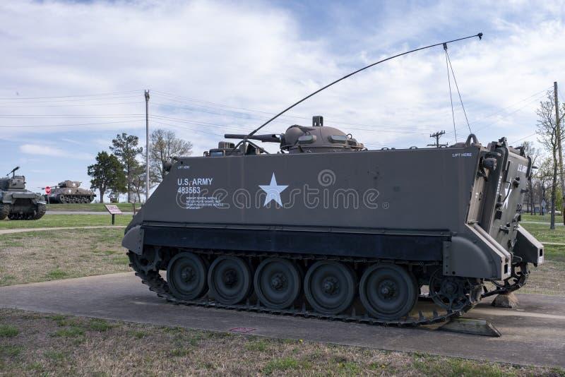 BOIS DE LÉONARD DE FORT, MOIS 29 AVRIL 2018 : Char d'assaut de véhicule militaire photo libre de droits