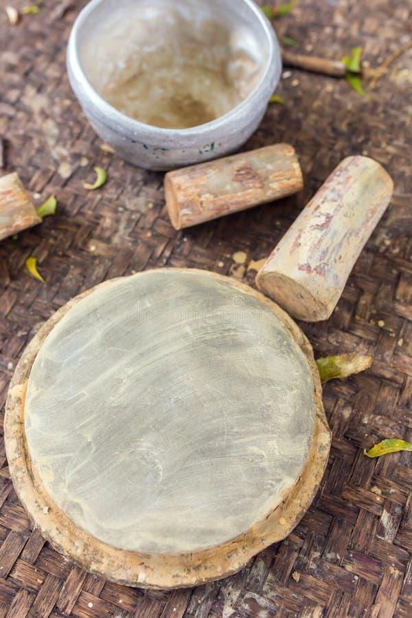 Bois de Thanaka et dalle de pierre de pyin de Kyauk photographie stock libre de droits