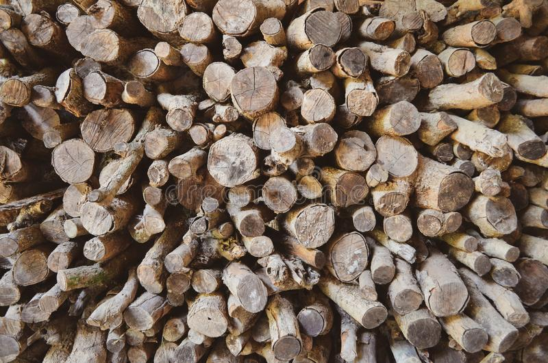 Bois empil? Texture de fond de bois de chauffage D?coration de mur photo stock