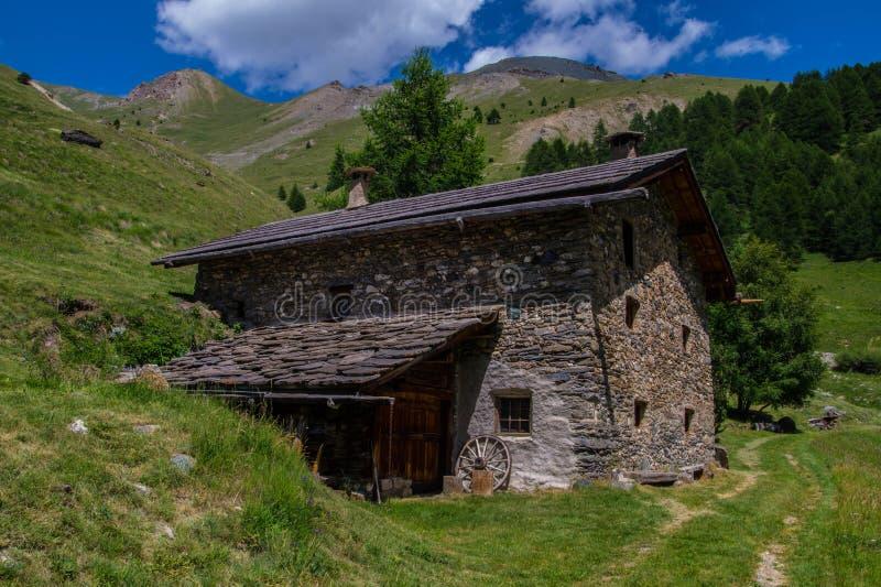 Bois noir ceillac queyras in Hautes-Alpes in Frankrijk stock foto