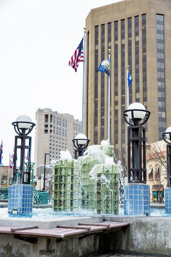 Boise Idaho del centro con la fontana e le bandiere fotografia stock libera da diritti