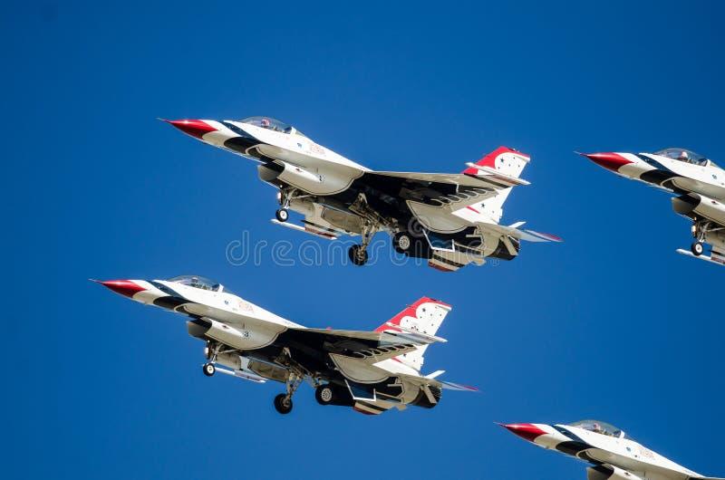 Boise, Idaho, usa †'Październik 15, 2017 Stany Zjednoczone siły powietrzne thunderbirdy wykonuje przy Gowen Grzmią Airshow obrazy stock