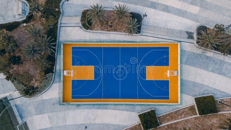 Boisko do koszykówki od odgórnego widoku obraz stock