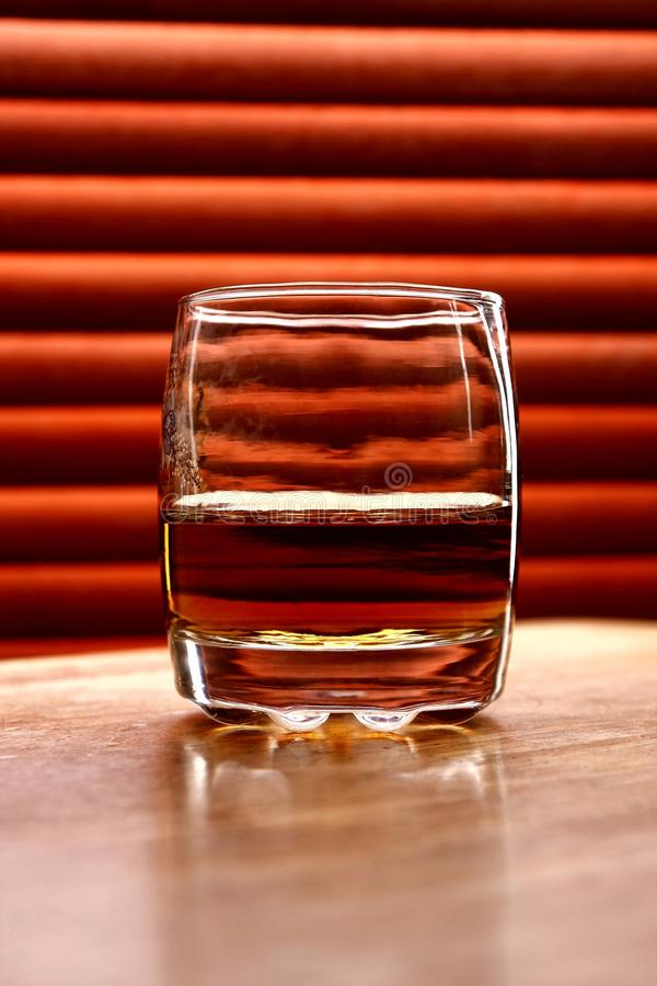 Boisson alcoolisée sur une table photos stock