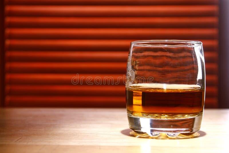 Boisson alcoolisée sur une table image stock