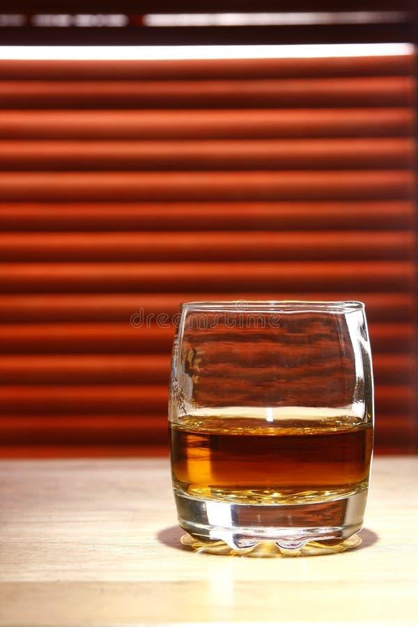 Boisson alcoolisée sur une table photo stock